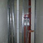 Abgasleitung im Installationsschacht